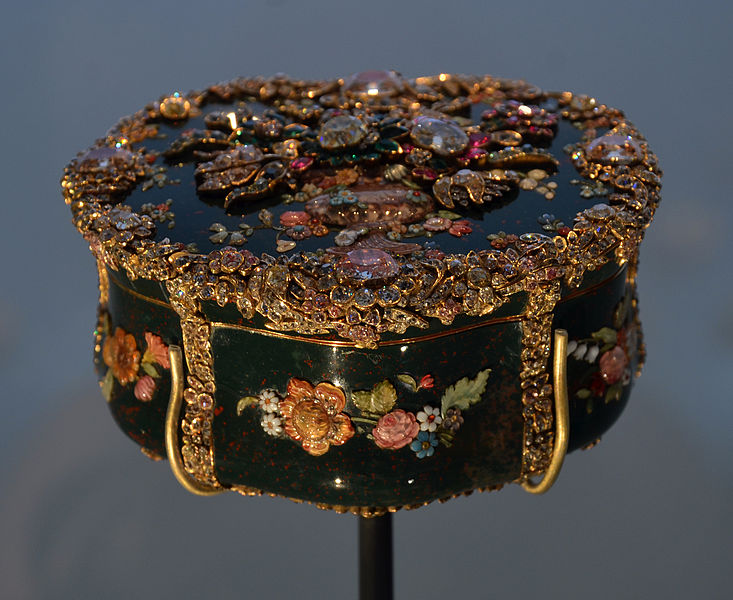 File:V and A Museum snuffbox 28072013 07.jpg