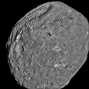 Image of the asteroid Vesta by the space probe Dawn from a distance of 5200 km (July 24, 2011)