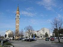 Via Giovanni XXIII con chiesa e municipio (Camponogara).JPG