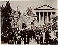 Vogue devant l'église Saint-Pothin, au début du XXe siècle.jpg