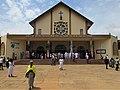 Vue de face de Eglise St Thérèse de l'enfant jésus de Godomey au Bénin.jpg
