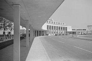 Ronald Reagan Washington National Airport - Terminal building in July 1941, shortly after it opened.  Photograph by Jack Delano.
