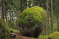 Weltkugel im Oberrosenauer Wald 03 1014-08 NDM ZT-151.jpg
