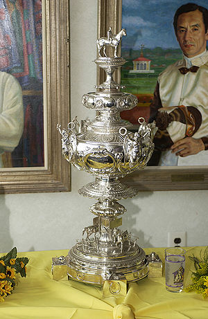 Woodlawn Vase - The Woodlawn Vase on display before The Preakness Stakes in 2002, note a Black-eyed Susan glass is set in photo to give a size comparison