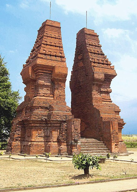 Wringin Lawang, the 15.5-meter tall red brick split gate in Trowulan, believed to be the entrance of an important compound. Wringin Lawang, Trowulan.jpg