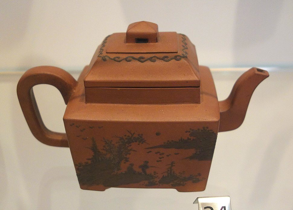 Yixing teapot, China, Qing dynasty, c. 1765-1835, stoneware with painted slip - Royal Ontario Museum - DSC03859