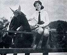Yukiko Todoroki speelde de vrouwelijke hoofdrol in Sanshiro Sugata, die het hart van Sanshiro zou winnen in de vroege film van Kurosawa.  Gelijktijdige foto uit 1937.