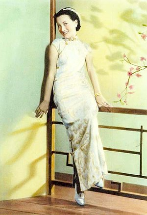 Cheongsam - Chinese singer and actress Zhou Xuan wearing a cheongsam in 1930s in Shanghai