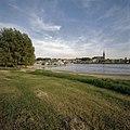 Zicht op Waalkade vanaf overkant Waal - Nijmegen - 20358128 - RCE.jpg