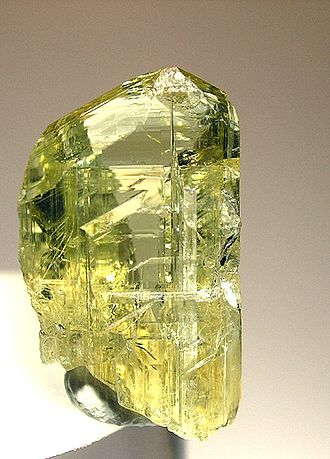 Zoisite - Yellow zoisite crystal (1.7 x 1 x 0.8 cm)
