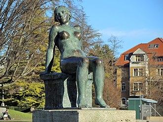 Seefeld (Zürich) - Image: 'Sitzende' (Hermann Hubacher) Blatterwiese 2014 01 06 12 15 04 (P7700)