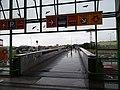 Černý Most, lávka přes Chlumeckou ulici.jpg