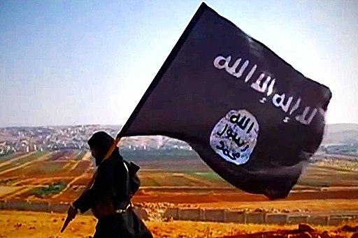 İD bayrağı ile bir militan