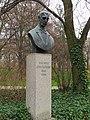 Łazienki Królewskie pomnik E. Kwiatkowskiego.jpg