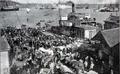 Беженцы на набережной Босфора (1912).png
