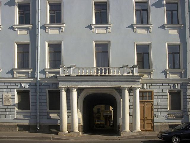 Дом Кутузова на набережной Невы в СПб, из которого он в 1812 уезжал в действующую армию (наб. Кутузова, 30— принадлежал его дочери)