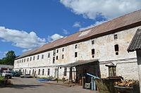 Замок Нойхаузен. Сохранился в хорошем состоянии. В данный момент там находится база механизации.JPG
