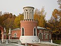 Москва - Усадьба Воронцова, ворота, сторожка 2.jpg