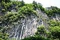 猊鼻渓断崖geibi-kei dangai - panoramio.jpg
