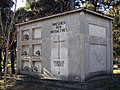 02 Panteó racionalista de la família Comas Escudé, cementiri de Terrassa.jpg
