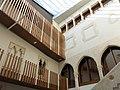 055 Palau Reial de Vilafranca del Penedès, pati.JPG