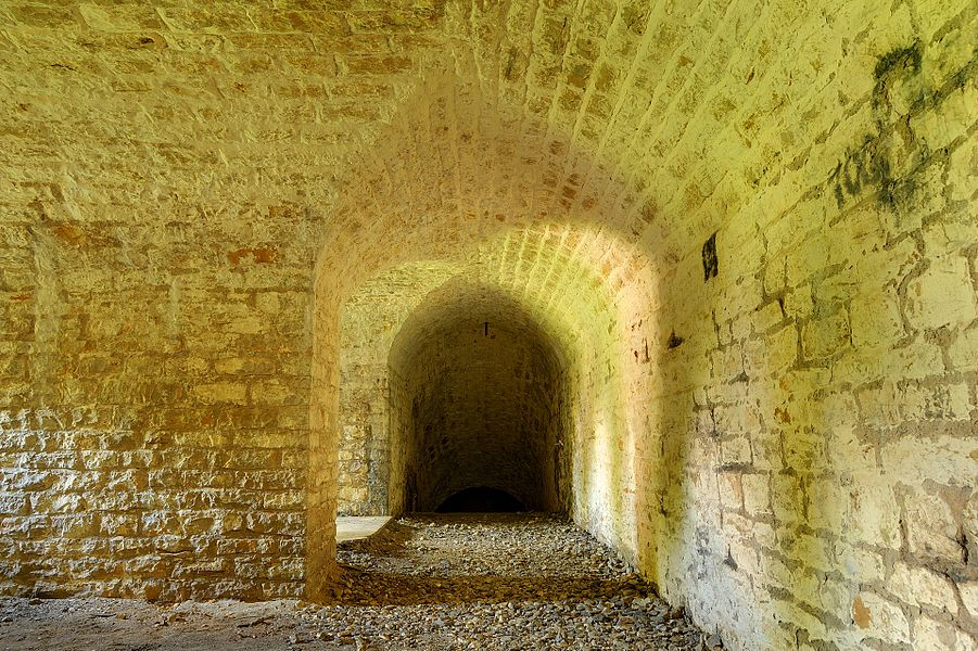 This file was uploaded  with Commonist.    Fort des Basses Perches: dans le coffre de contrescarpe Sud-Ouest.  Basses perches fortifications.