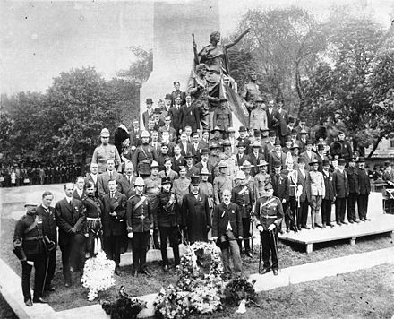 The unveiling of the South African War Memorial in Toronto, Ontario, Canada, in 1908 1908 Toronto SouthAfrican War Memorial QueenSt.jpg
