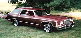 Una Pontiac Grand Safari del 1974