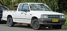 1985-1988 Mazda B2000 Cab Plus 2-door utility 01.jpg