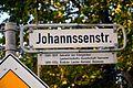 2016-10-05 Johannssenstraße Hannover, Straßenschild mit Legendentafel.jpg