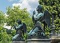 2016 Anioły przed mauzoleum von Magnisów w Ołdrzychowicach Kłodzkich.jpg