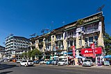 2016 Rangun, Ulica Anawratha, Budynek (04).jpg
