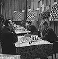 26e Hoogovenschaaktoernooi, links de Hongaar Portisch en rechts de Rus Keres, 13, Bestanddeelnr 915-9807.jpg