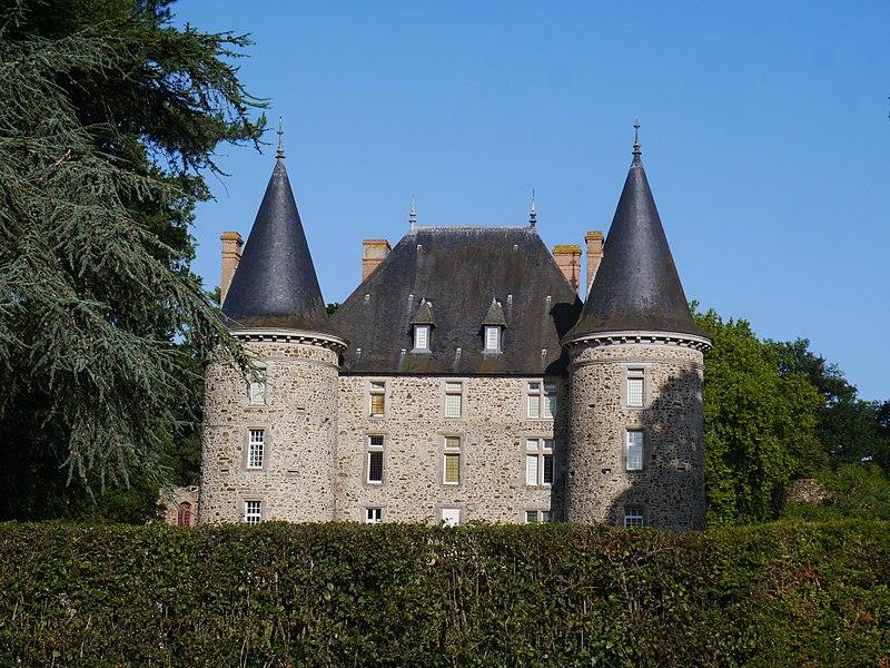Le château de Somloire depuis la RD 167.