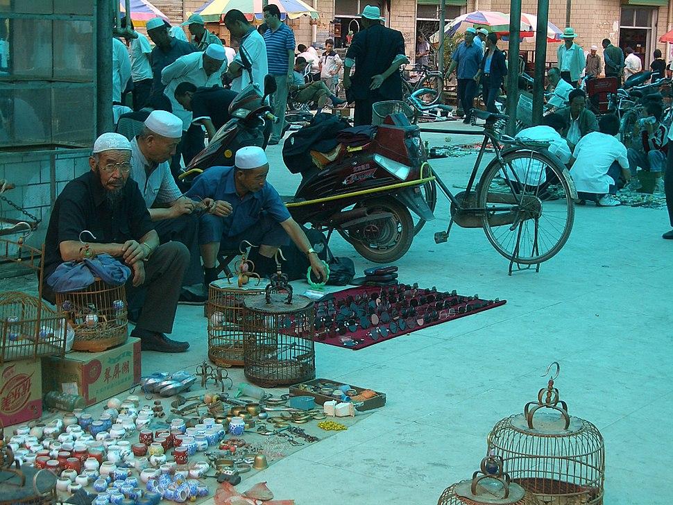 5646-Linxia-City-market-porcelain-and-traditional-Linxia-sunglasses