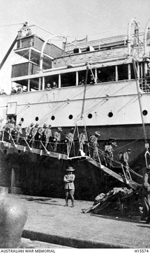 Harold Edward Elliott - The 7th Battalion disembarking in Egypt
