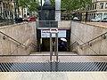 Accès à la station de métro Croix-Rousse (Lyon) en mai 2019.jpg
