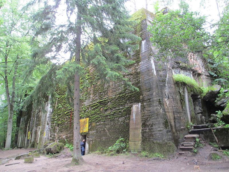 Adolf Hitler's Bunker in Wolfsschanze.JPG