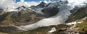 View from the Alte Prager Hütte to the glacier...