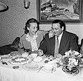 Annemarie en Hans Bandmann zitten aan een gedekte tafel met koffieservies en geb, Bestanddeelnr 254-3347.jpg