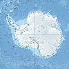 """Mapa konturowa Antarktyki, blisko centrum na dole znajduje się punkt z opisem """"Zatoka Wielorybia"""""""
