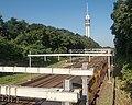 Arnhem, uitzicht naar de KEMAtoren vanaf de brug over het spoor IMG 0487 2019-07-24 08.40.jpg