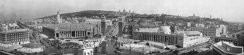 L'Exposició Internacional de Barcelona de 1929 va permetre la urbanització de la Plaça d'Espanya.