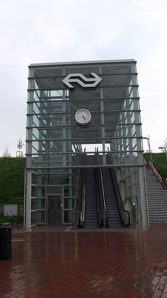 File barendrecht station ingang wikimedia commons - Glazen ingang ...