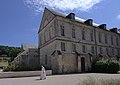 Batiment de la Bibliothèque à l'abbaye de Bec-Hellouin.jpg