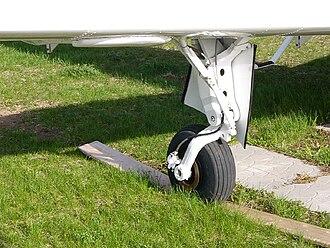 Beechcraft Musketeer - Beechcraft B24 Sierra main landing gear showing the characteristic trailing idler link landing gear