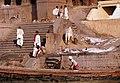 Benares-48-Manikarnika Ghat-Verbrennungsplatz-1976-gje.jpg