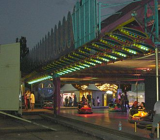 Bumper cars - Image: Berger markt nacht 001