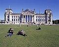 Berlin vor dem Reichstag.jpg