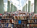Biblioteka Instytutu Historycznego UW. Magazyn książek w Sali Kolumnowej..jpg